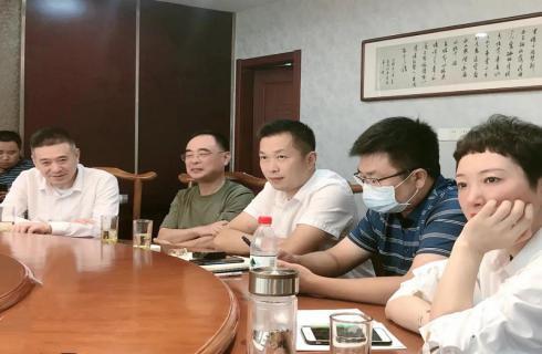 华金集团领导参加泰州市商联会会长会议